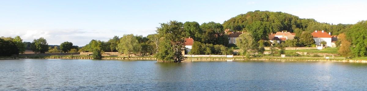 Foto van het meer bij Montsaugeon