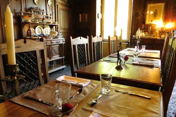 Nice Dinnertable in central France